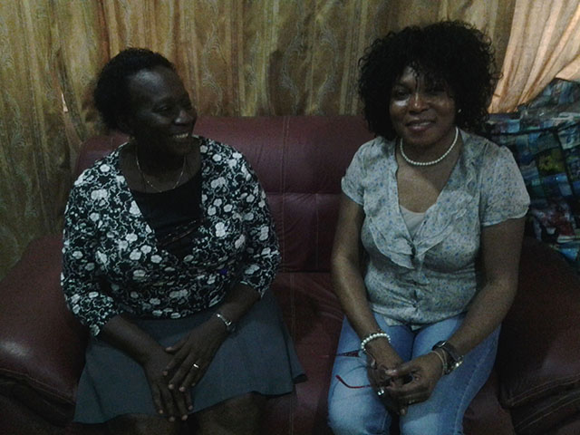 Dr. Titi Eniola (Direktorin der Sozialarbeiter), Omoniyi Ogodo-Bach (Vorsitzende des IKH e. V.)